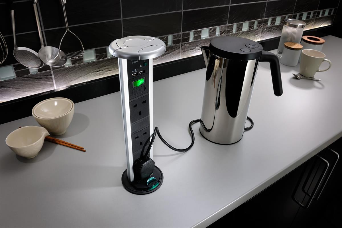 Sensio SensioPod extended, powering a kettle.